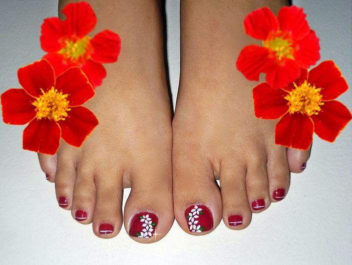uñas de color rojo, pies