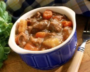 A crockpot beef stew with peppers and potateos, cooked in the crockpot or slow cooker. Beef stew recipe with potatoes, onions, peppers, and carrots.