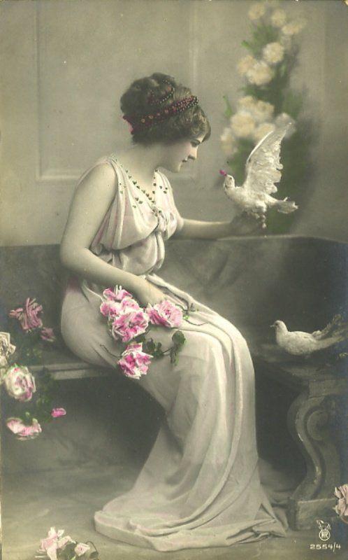 Красивой даме, фарфоровые девочки с голубями и снегирями открытки начала 20го века