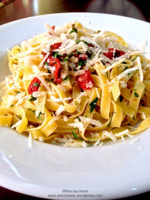 Tagliatelle with sdt, chili, garlic and parsley served with grated parmesan on top