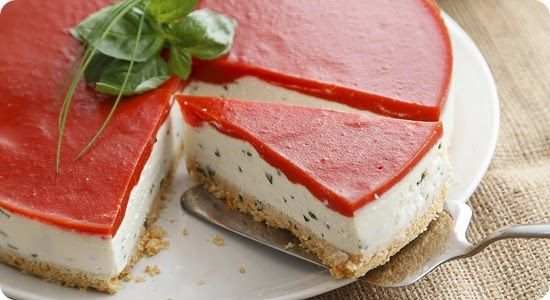 Cheesecake di bufala con gelatina di pomodoro.
