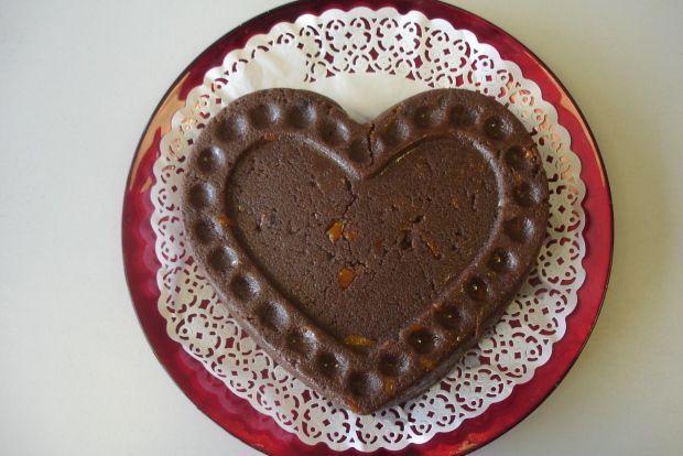 Η παραδοσιακή συνταγή είναι μια απλή αριθμητική πρόοδος που δεν την ξεχνάς με τίποτα. 1:2:3:4. Δηλαδή 1 μέρος ελαιόλαδο, 2 σιμιγδάλι, 3 ζάχαρη, 4 νερό. Από εκεί και πέρα αρχίζουν τα παιχνίδια. Κλέβεις στη ζάχαρη, προσθέτεις κακάο και πορτοκάλι, βάζεις σησαμέλαιο αντί για ελαιόλαδο και έχεις ένα υπέροχο, πανεύκολο γλυκό. Όχι απαραίτητα για τις ημέρες της νηστείας, τρώγεται ευχάριστα όλο το χρόνο.
