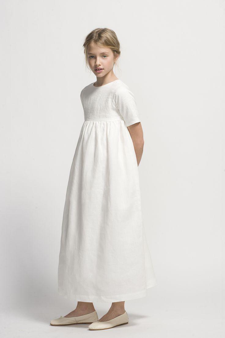 Original vestido de lino ivory en tono blanco. Moda infantil.