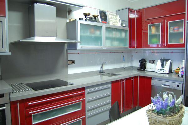 Cocina roja red kitchen kitchens pinterest for Modelo de cocina rojo y gris