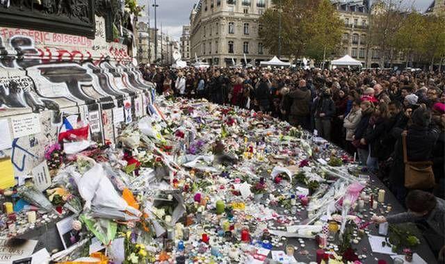 بنابه گزارش خبرگزاری ها و به گفته مقامهای رسمی دو نفر از افرادی که در حملات مرگبار نوامبر ۲۰۱۵ در پاریس دست داشتند با حمله نیروی هوایی آمریکا کشته شدند.