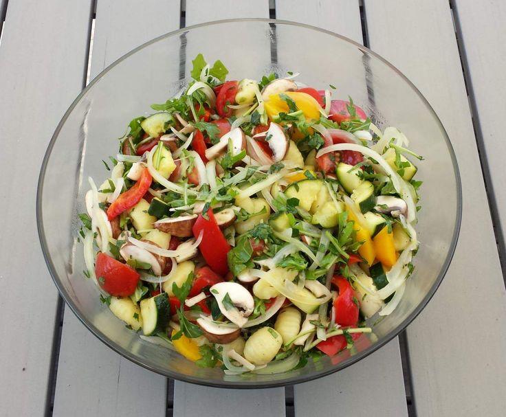 ber ideen zu italienischer salat auf pinterest italienische salatdressings salat und. Black Bedroom Furniture Sets. Home Design Ideas