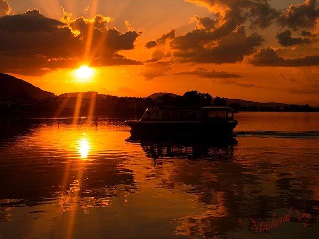 Sunset in Lake Pamvotis, Ioannina, Greece / Photo taken by Michael Vakaros