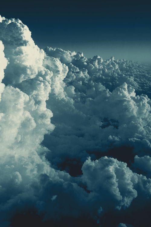 Nubes Clouds. No importan si son cirros, nimbos, cúmulos o estratos. Ellas siempre están ahí para maravillarme. Hidrometeoros.