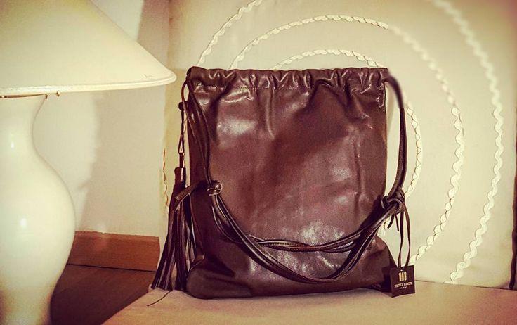 Sacco in pelle di vitello naturale  http://www.italianbagstore.com/italian-bag/fdm-big/ #italianbagstore #italianbags #madeinitaly #handmade #leather #italianbag #artigianato #bags