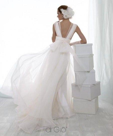 Vestito da sposa con fiocco sulla schiena