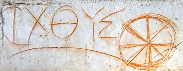 """ICHTHYS. Creado por la combinación de las letras griegas ΙΧΘΥΣ. El vocablo significa """"pez"""", pero constituye además un acrónimo: Ἰησοῦς Χριστός, Θεοῦ Υἱός, Σωτήρ (Iēsoûs Christós, Theoû Hyiós, Sōtḗr), """"Jesús Cristo, Hijo de Dios, Salvador"""". El ichtus o ichthys fue uno de los primeros símbolos cristianos y se convirtió en emblema del cristianismo primitivo. Ruinas de Éfeso."""