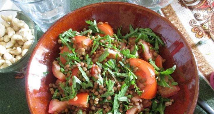 Linzen zijn een super gezond ingrediënt om te gebruiken in soepen of salades, zoals in deze linzensalade met zongedroogde tomaten en walnoten. Bekijk het recept hier: http://www.urbansuperchefs.nl/linzensalade-met-zongedroogde-tomaten/