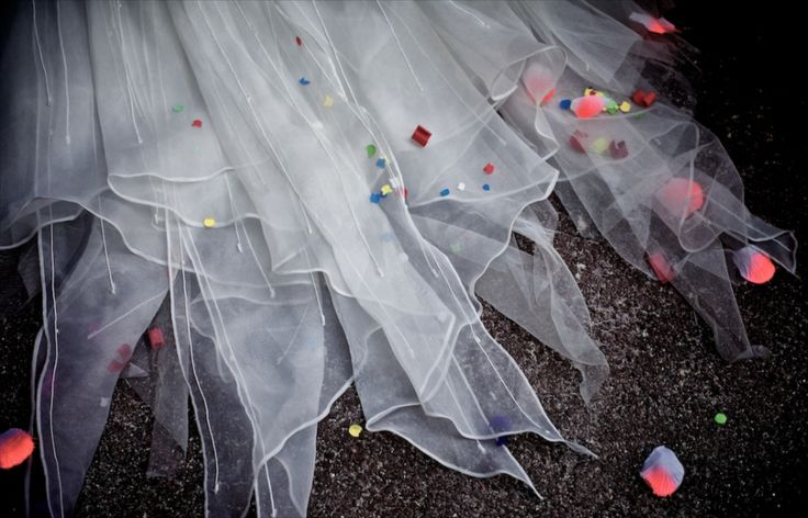 detalle del vestido de novia. SIZEPHOTO, fotógrafo barcelona, reportaje de boda