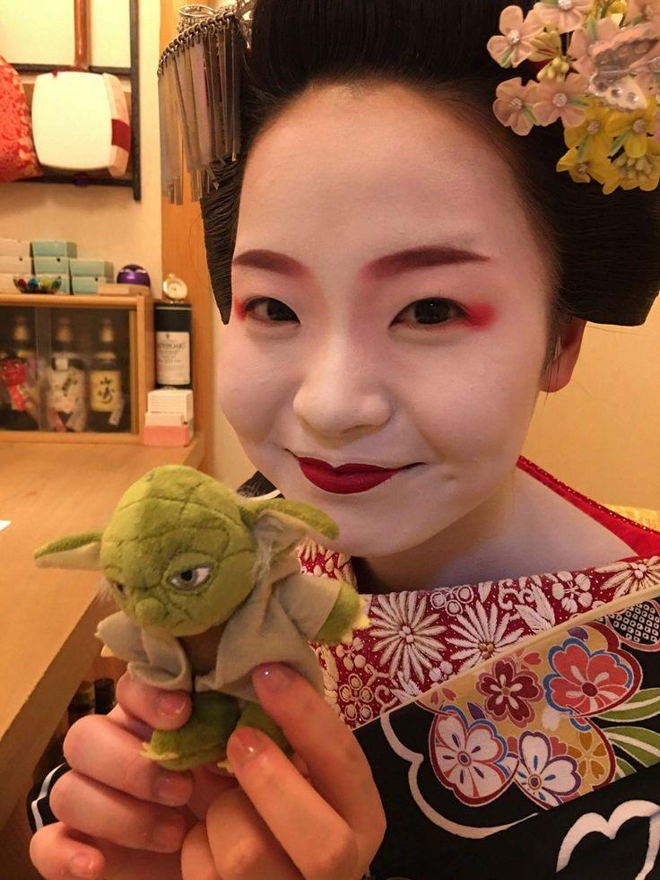 Miyagawa-cho maiko Fukutama with her new friend Yoda sensei