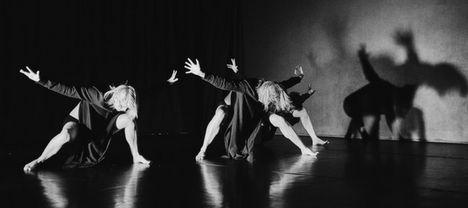 Płaczki / Mourners  contemporary dance, dance theatre