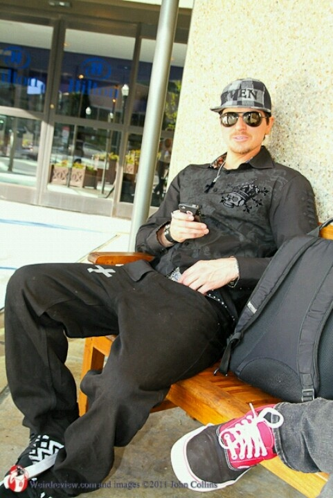 Zak Bagans: I love him, but.. Why he wears that kind of shirts?