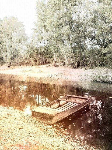"""""""Fogásra várva."""" [Csónak a győri Ipar-csatornában]"""