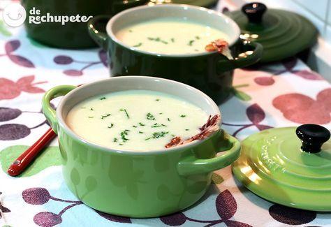 Una de las cremas más famosas del mundo: Vichyssoise o crema de puerros fría http://www.recetasderechupete.com/vichyssoise-o-crema-de-puerros-fria-receta-paso-a-paso/10314/ #derechupete