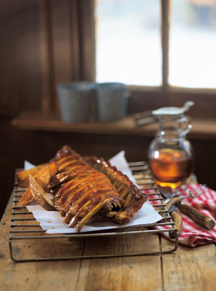 Recette de côtes levées à l'érable de Ricardo. Recette de viande avec assaisonnement de saison. Ingrédients: porc, sirop d'érable, ketchup, raifort, sauce Worcestershire, vinaigre de vin blanc...