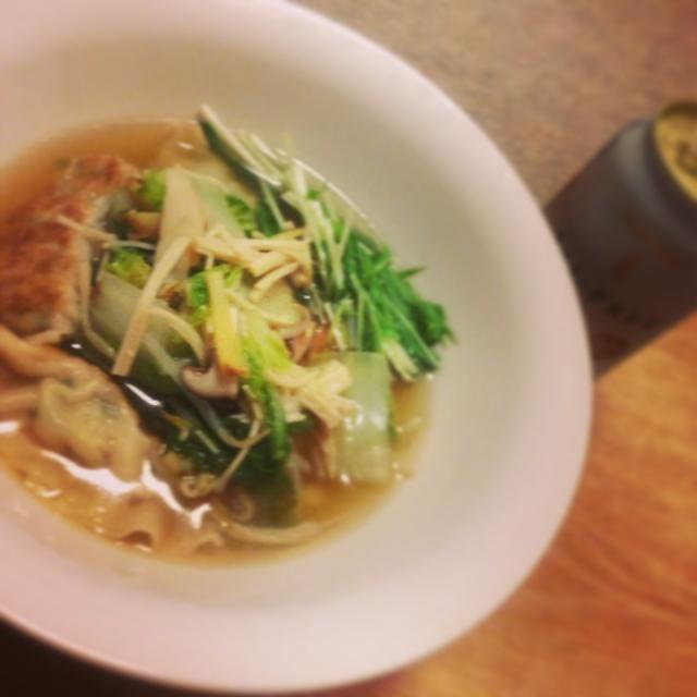 中華スープに冷凍餃子と野菜ときのこをぶちこんで今日は簡単に具沢山スープ。 - 3件のもぐもぐ - 餃子スープ by mnko