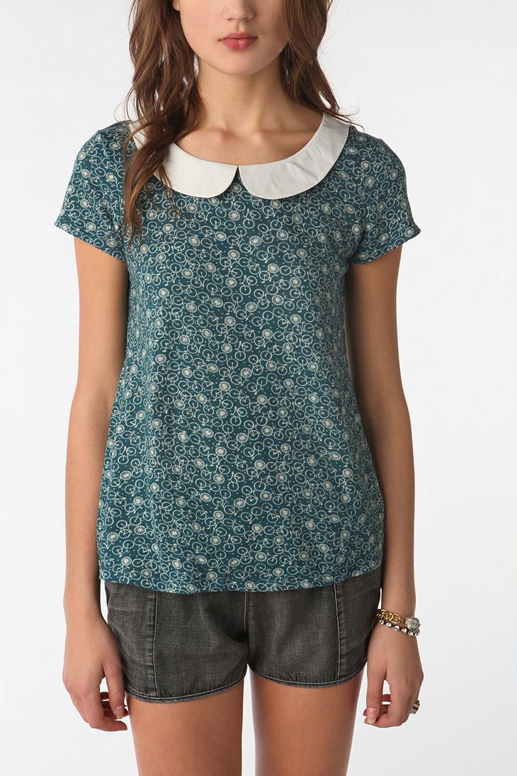 Peter Pan collar on calico blouse with short sleeves
