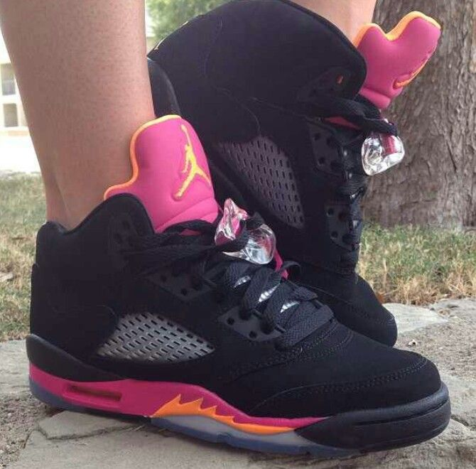 Jordans                                                                                                                        Ⓙ