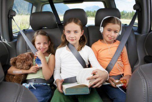 Consigli per sopravvivere ad un viaggio in auto con i bambini