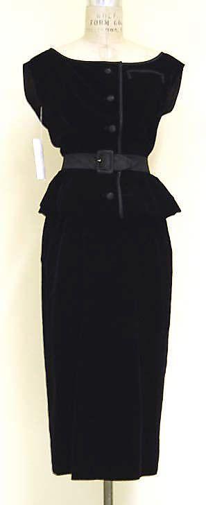 Años 50. Falda tubo. Givenchy http://meetmeinbilbao.wordpress.com/2014/02/24/3-faldas-tubo-6-maneras-de-combinarlas/