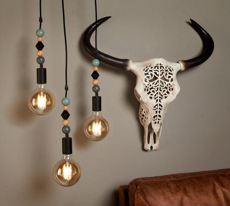 Schedel Torro met decoratief motief is pas een blikvanger aan de muur! Ga Ibizastijl en combineer hem met stoere snoerpendels. #woondecoratie #decoratie #wereldswonen #skull #kwantum #interieur