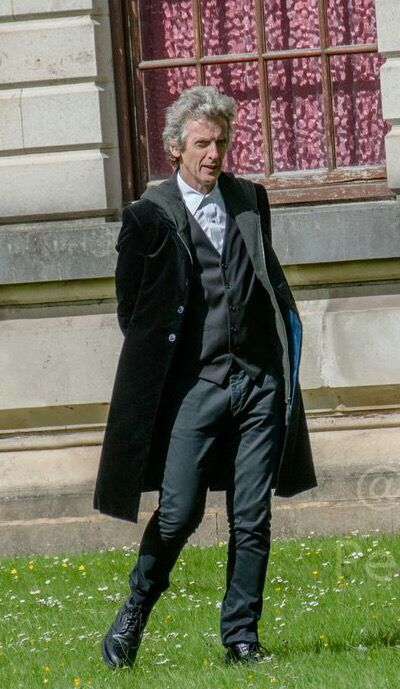 How to dress like the 12th Doctor : Season 10.
