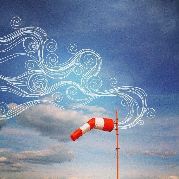 В ветряных мешках возле аэропортов, свернувшись в клубок потихоньку взрослеют маленькие ветры. Когда ветер перестает помещаться в мешок, он потихоньку разворачивается и повисает над взлетным полем. Молодому неокрепшему ветру тяжело расправить все свои завитки, поэтому он цепляется за первый попавшийся самолет и быстро набирает скорость и высоту. Диспетчеры внимательно следят за распределением молодых ветров по ареалу их дальнейшего обитания.