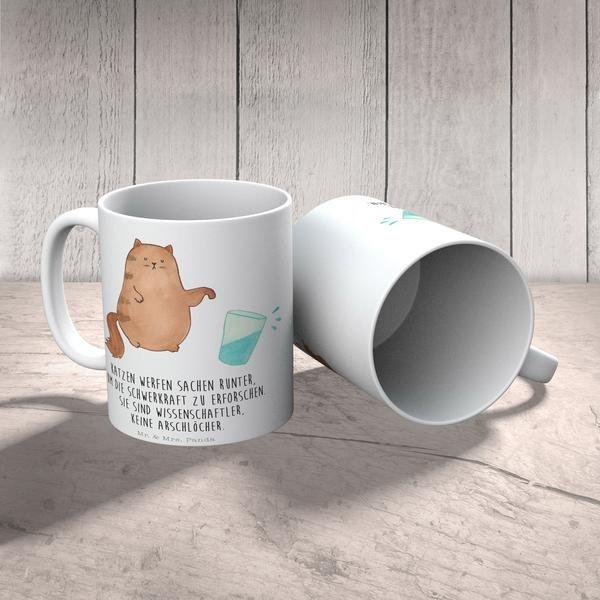 Tasse Katze Wasserglas aus Keramik Weiß. Eine wunderschöne spülmaschinenfeste Keramiktasse (bis zu 2000 Waschgänge!!!) aus dem Hause Mr. & Mrs. Panda, liebevoll verziert mit handentworfenen Sprüchen, Motiven und Zeichnungen. Unsere Tassen sind immer ein besonders liebevolles und einzigartiges Geschenk. Jede Tasse wird von Mrs. Panda entworfen und in liebevoller Arbeit in unserer Manufaktur in Norddeutschland gefertigt.