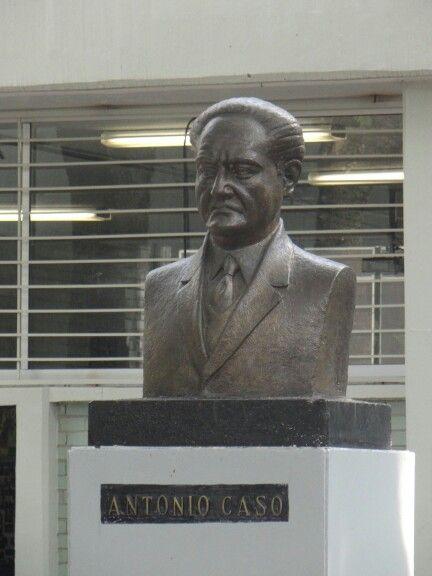 "Busto de Antonio Caso   FLAUBERT, Antonio Caso e o ""Bovarismo Nacional""   https://cursosluispatinoffyl.files.wordpress.com/2014/01/antonio-caso_el-bovarismo-nacional.pdf"