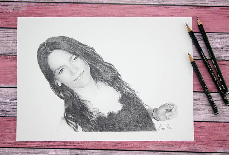 Retrato femenino a lápiz. Pencil drawing portrait.