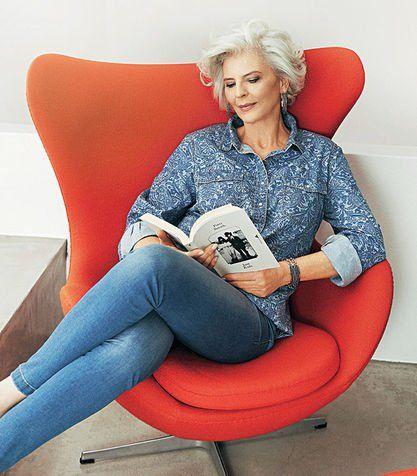 60 anos, a idade da elegância. Aos 60 anos a mulher é livre para escolher suas roupas e maquiagem