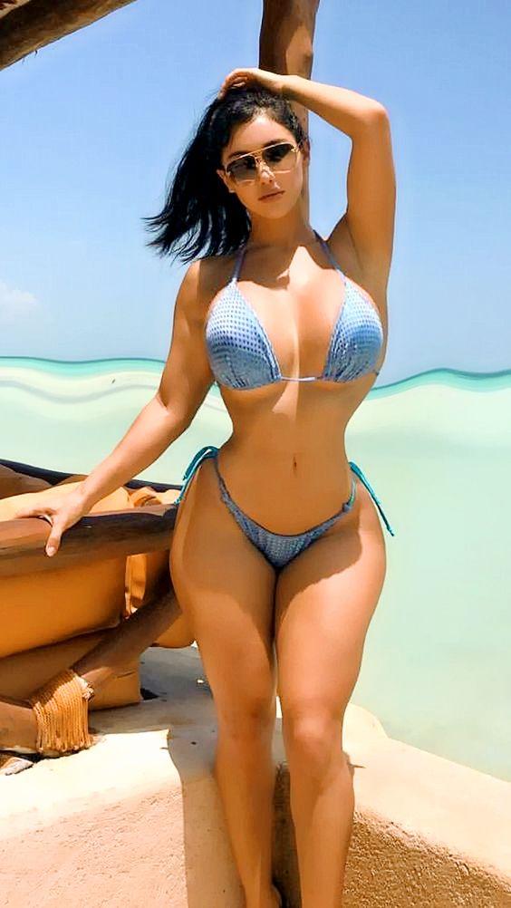 6065587d8f Sexy girl under the hot sun