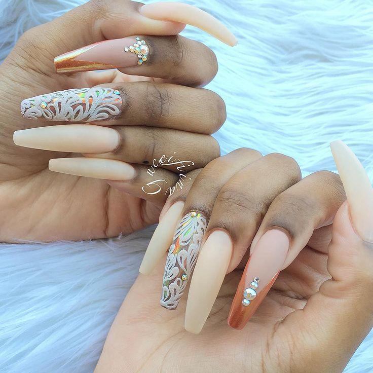 Domina lange fingernagel