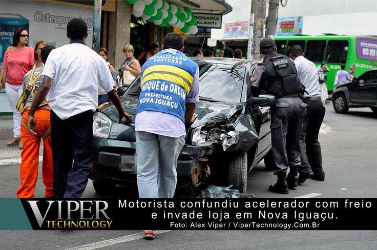 Republicação: 17 de Setembro de 2013  Motorista de uma Fiat Uno invadiu uma loja após desviar de um pedestre que atravessava a Rua Governador Portela, esquina com a Rua Coronel Francisco Soares no Centro de Nova Iguaçu na Baixada Fluminense ...  Leia mais em: http://www.vipertechnology.com.br/?p=5473