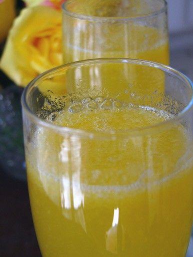 Беллини Персиковый сок, охлажденный Шампанское, охлажденное Цедра апельсина для…