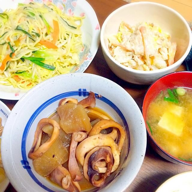 白菜サラダにハマってます( ◜◡◝ ) ゴマとツナが合います✡ - 19件のもぐもぐ - イカ大根✡塩焼きそば✡白菜サラダ✡味噌汁 by miuyuwi