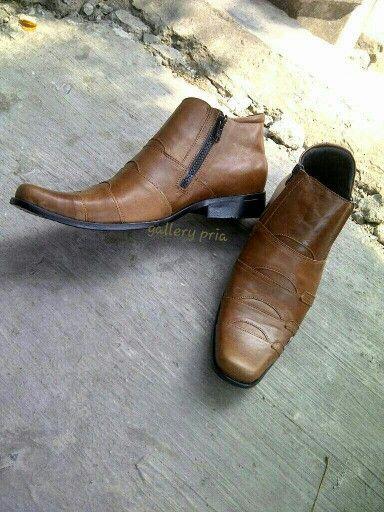 https://www.tokopedia.com/sabukkulitmurah/sepatu-boots-kulit-asli-resleting-premium-leather