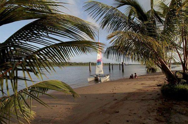 Marina Waterland is een kleine haven voor zeiljachten welke plaats biedt aan 10- 15 (zeil)jachten. De ligplaatsen zijn allen