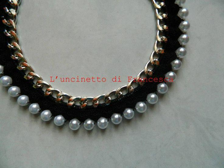 Collana lavorata all 39 uncinetto su catene e perle by l 39 uncinetto di francesca collane e - Collane di design ...