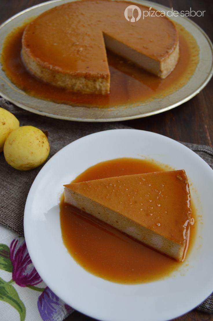 Aprende a preparar un delicioso y fácil flan de guayaba que le encantará a todos. Una combinación entre pay de queso - cheesecake y pay de guayaba, muy rico.