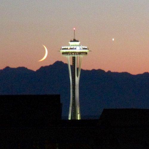 Luna şi Acul Spaţial 61 - Seattle, statul Washington, SUA