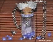 Sautoir so romantique avec fiole !   N'hésitez pas à appuyer sur la photo pour venir visiter ma boutique. :)
