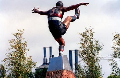Ted Whitten Statue outside Whitten Oval
