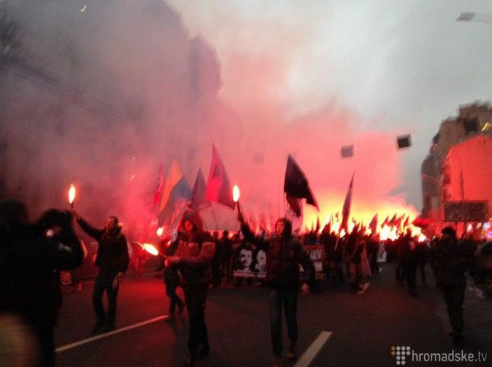 Сегодня под присмотром ментов в Киеве прошло шествие в поддержку политзаключенных. В частности, речь шла о Денисе Полищуке и Андрее Медвед…
