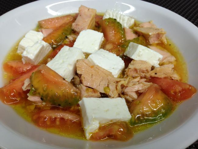 Olasagasti healthy quick salad. With Bonito del Norte (white tuna) from the Cantabrian Sea.