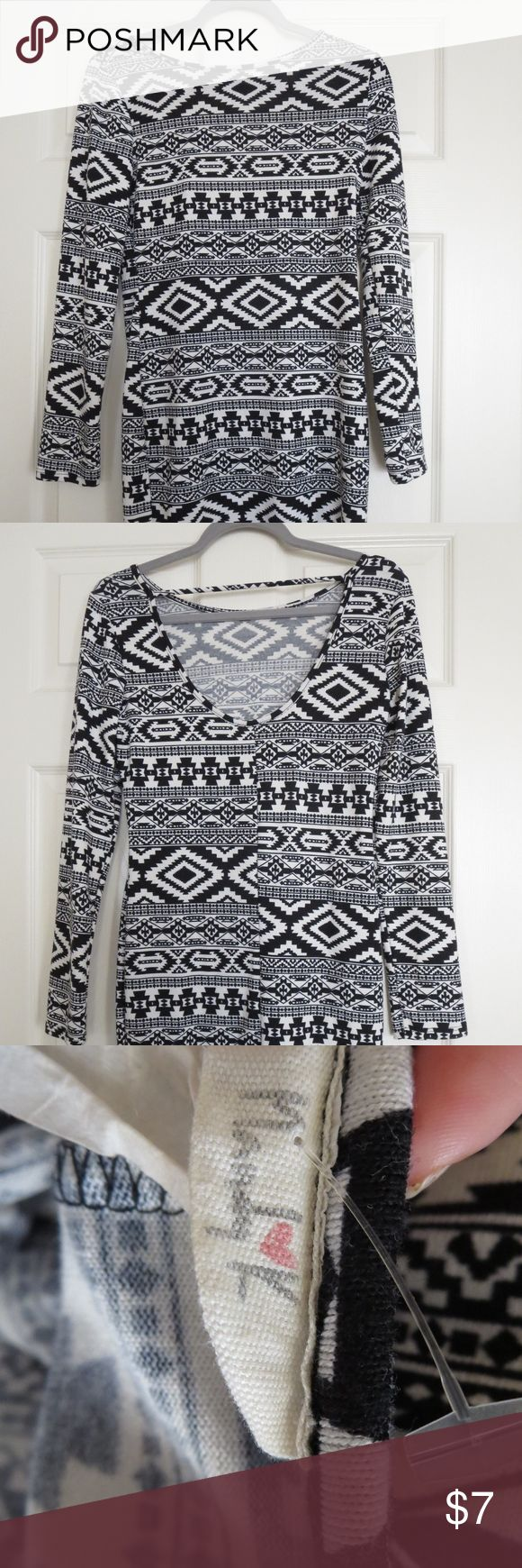 Long-sleeve Aztec Bodycon Dress Super comfortable long-sleeved bodycon dress- perfect for fall/winter when paired with tights and boots. Unsure of exact size but at 5'2 and 130 pounds it fits like a medium on me. Dresses Mini
